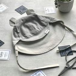 BEAR vasarinė vaikiška kepurė su snapeliu , raišteliais ir kaklo apsauga (100% medvilnė) - šviesiai pilka