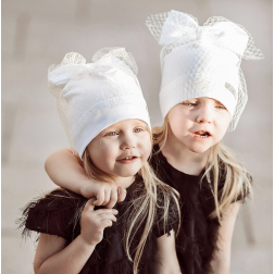 Ypatingai stilinga kepurė su tinkleliu FASHIONISTA, balta/auksinė