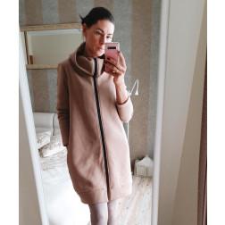 Stilingas ilgas moteriškas džemperis su pūkeliu, latte