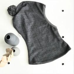Stilingas patogus HELMET rudeninis žieminis vilnonis vaikiškas šalmukas su bumbulu Tamsiai Pilkas