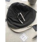 BEAR vasarinė vaikiška kepurė su snapeliu , raišteliais ir kaklo apsauga (100% medvilnė) - juoda su baltais taškiukais (A_Kepures)