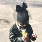Ypatingai stilinga dviguba kepurė su tinkleliu FASHIONISTA sparkle pilkai juoda