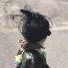 Ypatingai stilinga kepurė su tinkleliu FASHIONISTA