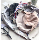 vasarinė vaikiška kepurė su snapeliu , raišteliais ir kaklo apsauga (100% medvilninė) melsva